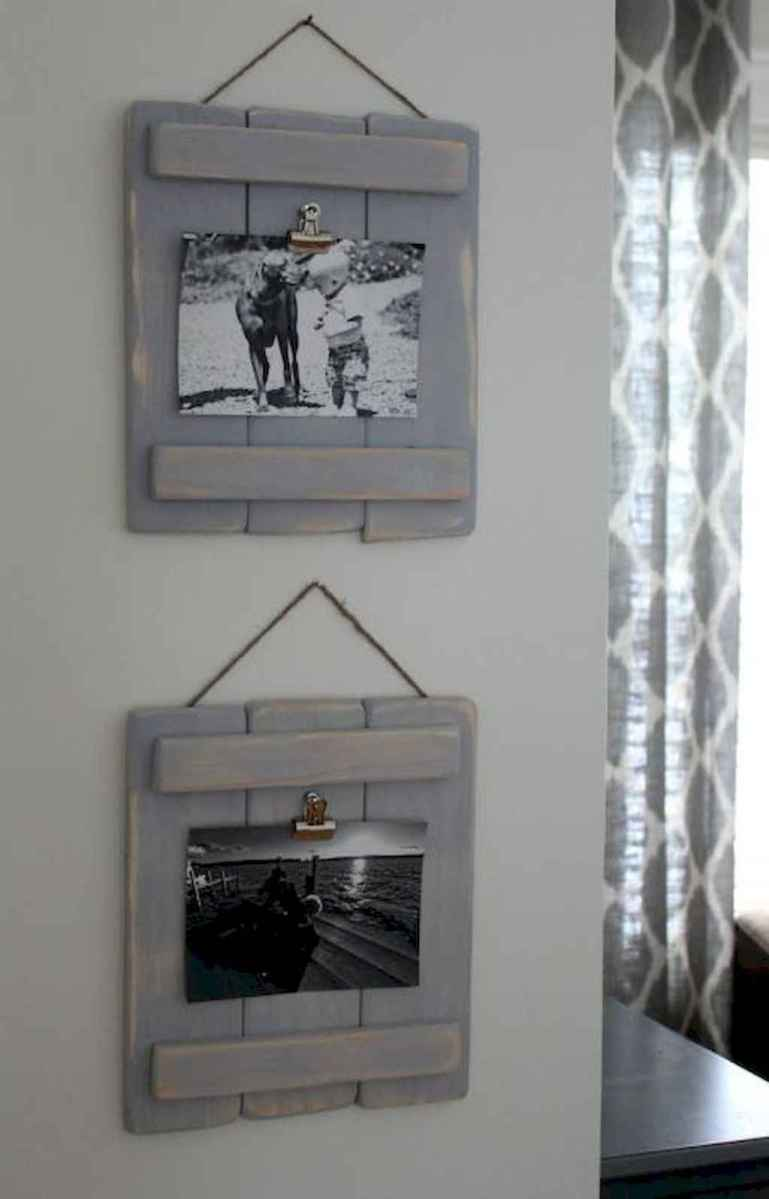 40 diy family photos display ideas for apartment decor (27)