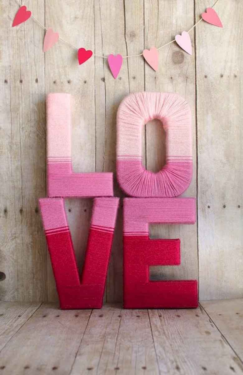 44 romantic valentines party decor ideas (37)