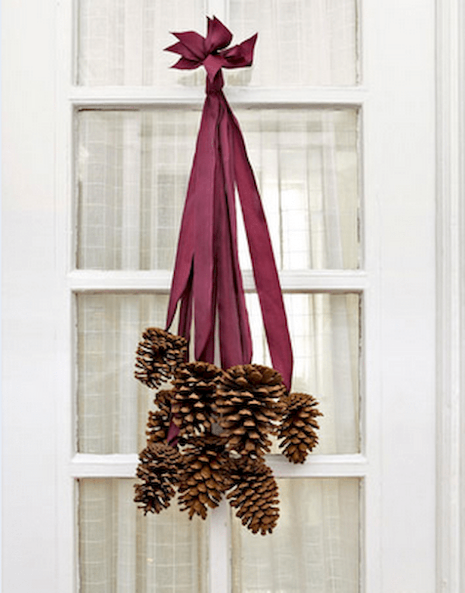 45 outdoor pine cones christmas decorations ideas (11)