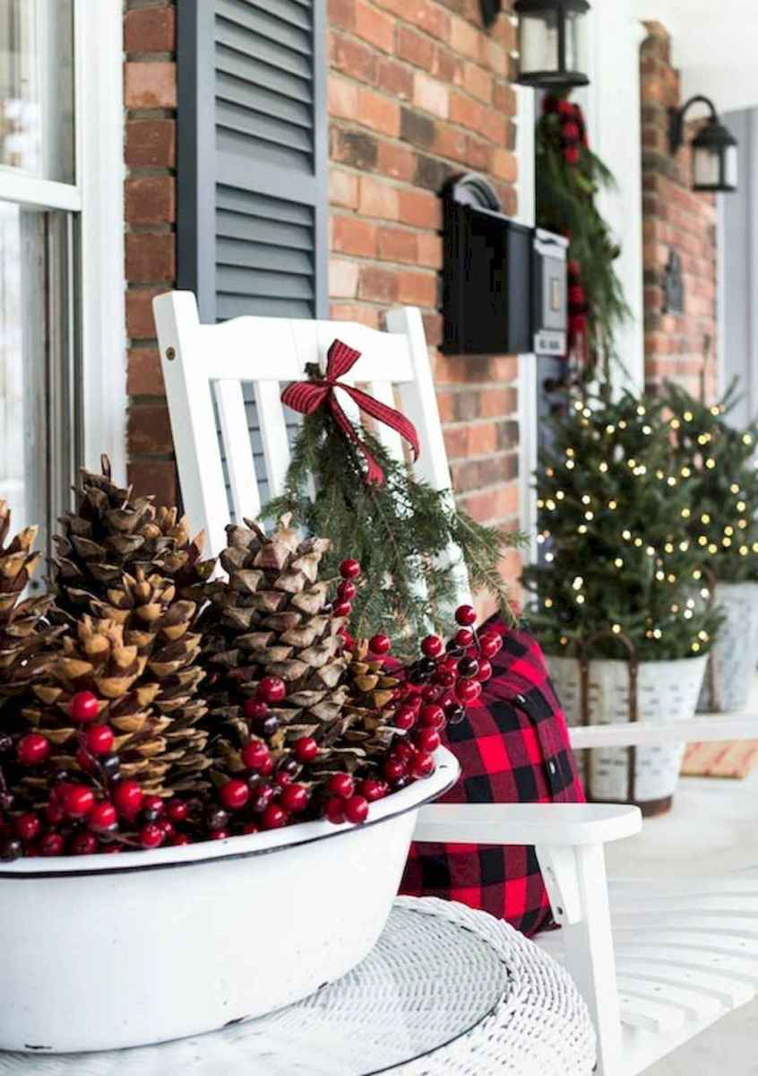 45 outdoor pine cones christmas decorations ideas (28)