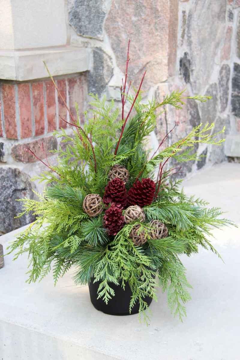 45 outdoor pine cones christmas decorations ideas (37)