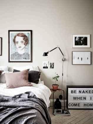 50 stunning vintage apartment bedroom decor ideas (44)