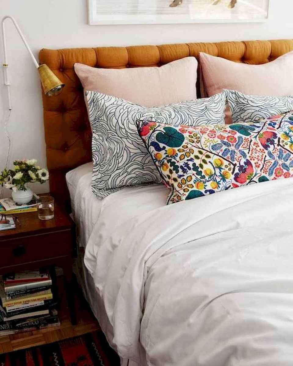 60 cool eclectic master bedroom decor ideas (36)