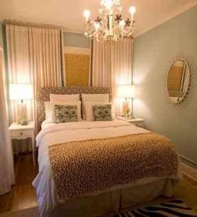 60 simply small master bedroom decor ideas (17)