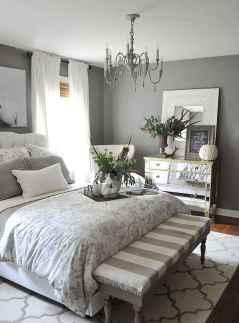 60 simply small master bedroom decor ideas (34)