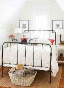 60 simply small master bedroom decor ideas (38)