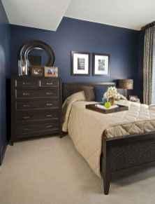 60 simply small master bedroom decor ideas (39)