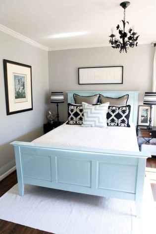 60 simply small master bedroom decor ideas (42)