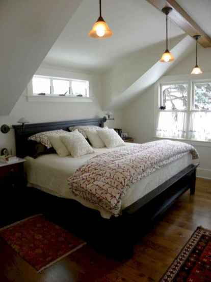 60 simply small master bedroom decor ideas (43)