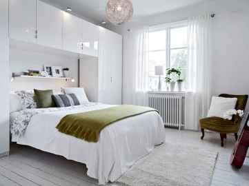 60 simply small master bedroom decor ideas (48)