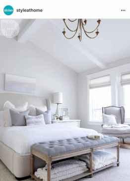 80 relaxing master bedroom decor ideas (22)