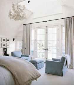 80 relaxing master bedroom decor ideas (64)