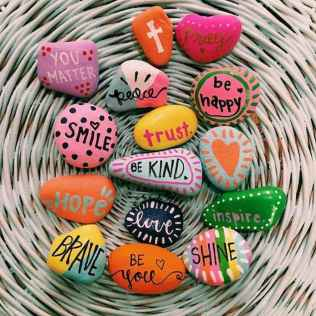80 romantic valentine painted rocks ideas diy for girl (17)