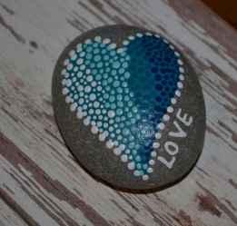 80 romantic valentine painted rocks ideas diy for girl (36)