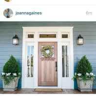 90 awesome front door farmhouse entrance decor ideas (8)