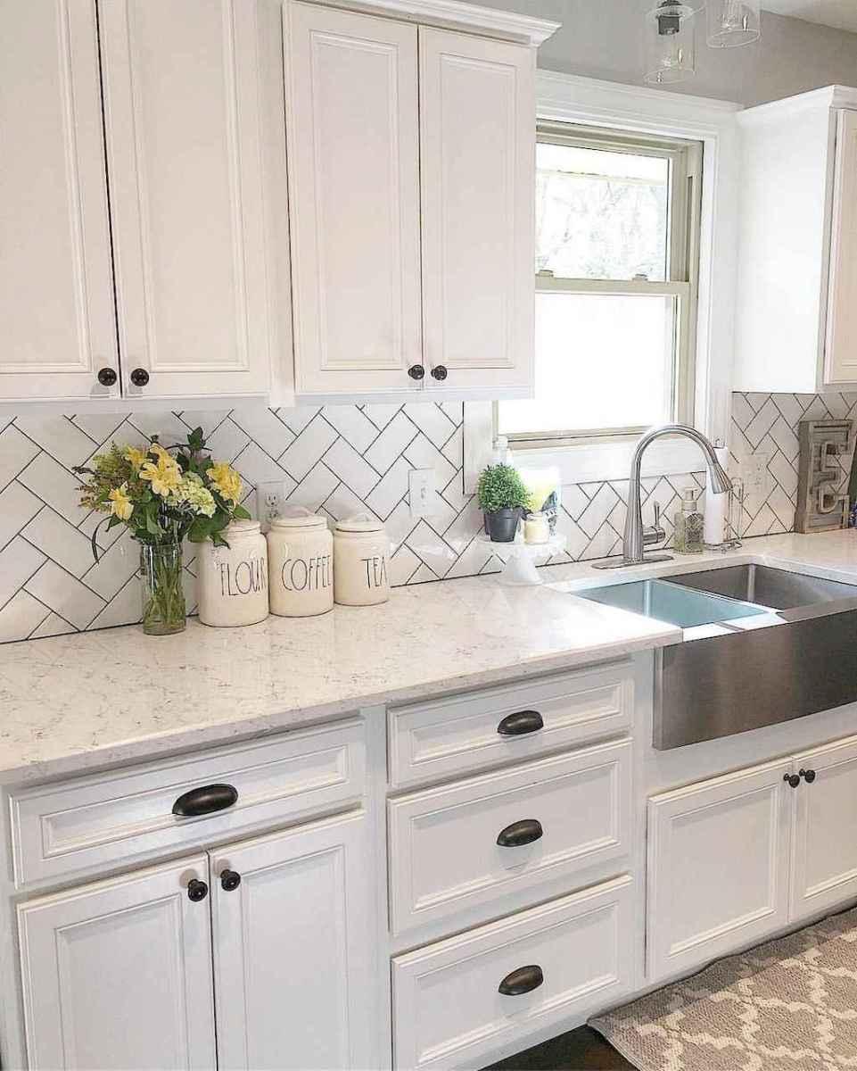 90 pretty farmhouse kitchen cabinet design ideas (18)