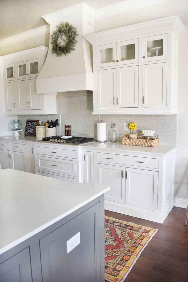 90 pretty farmhouse kitchen cabinet design ideas (24)