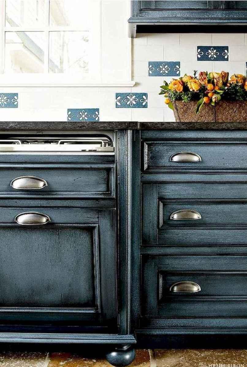 90 pretty farmhouse kitchen cabinet design ideas (31)