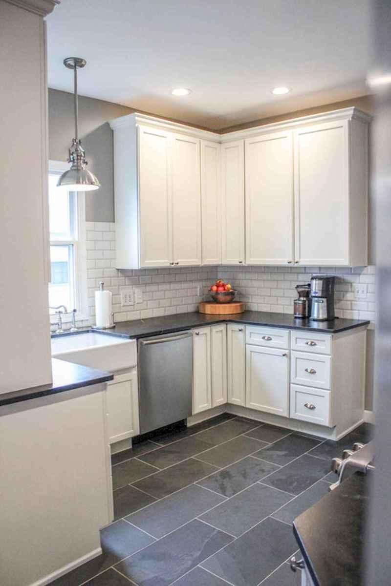 90 pretty farmhouse kitchen cabinet design ideas (53)