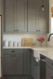 90 pretty farmhouse kitchen cabinet design ideas (54)