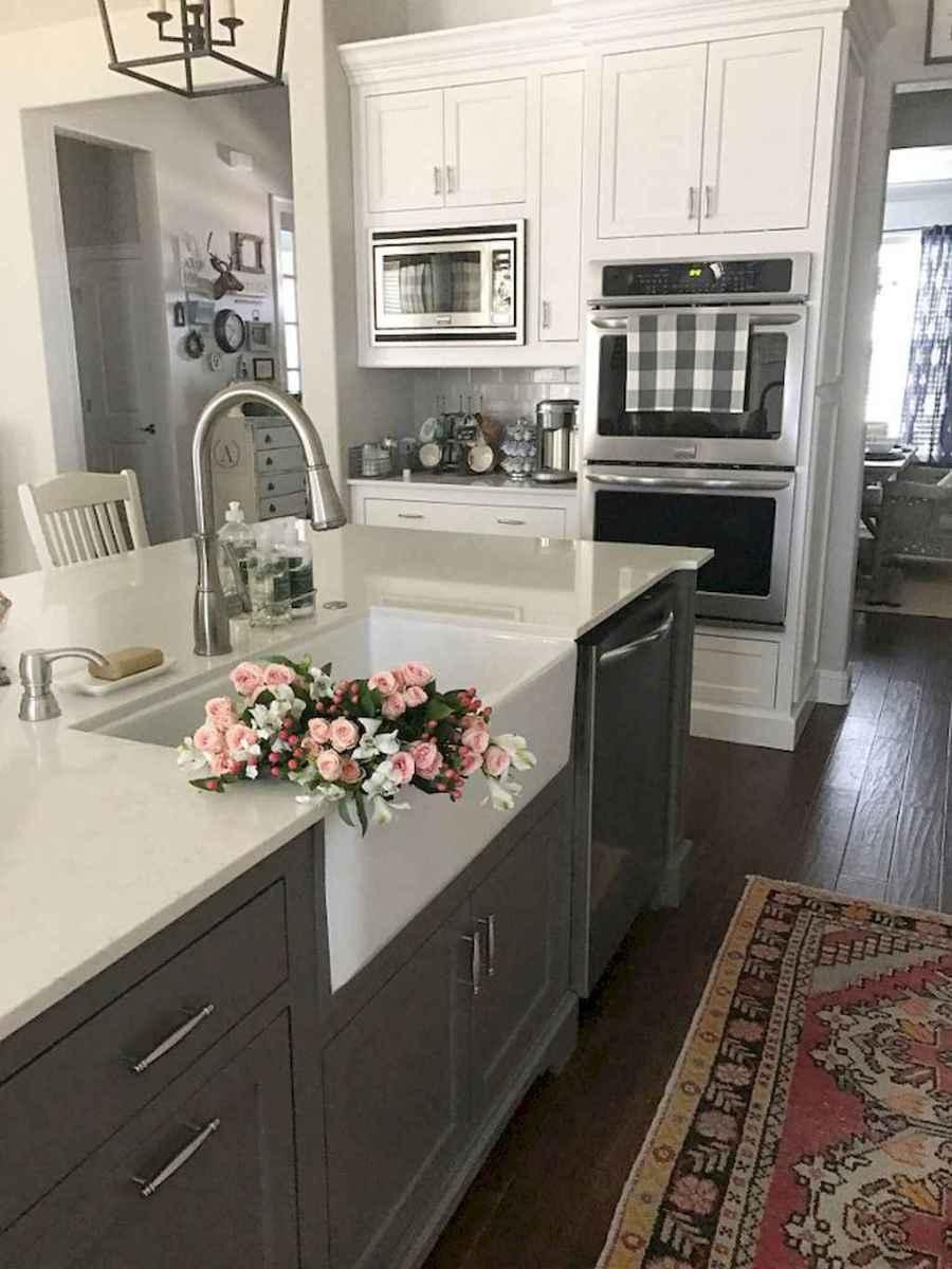 90 pretty farmhouse kitchen cabinet design ideas (9)
