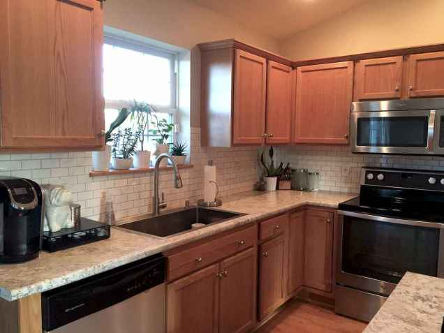 100 best oak kitchen cabinets ideas decoration for farmhouse style (106)