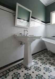 50 best farmhouse bathroom tile remodel ideas (31)