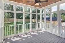 65 stunning farmhouse porch railing decor ideas (4)