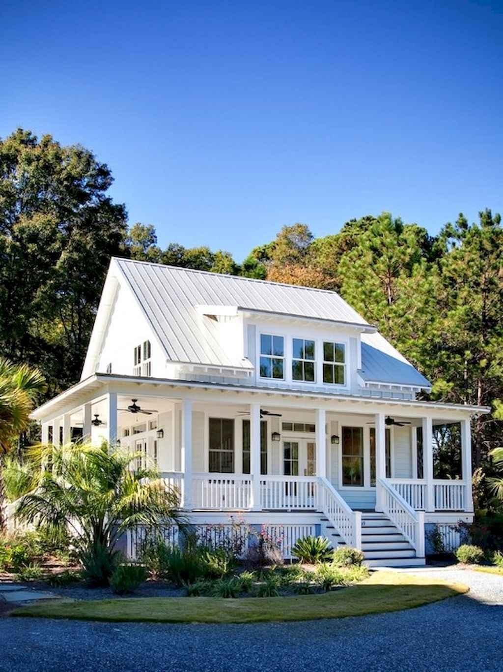 65 Stunning Farmhouse Porch Railing Decor Ideas 53