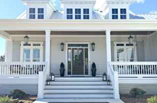 65 stunning farmhouse porch railing decor ideas (7)