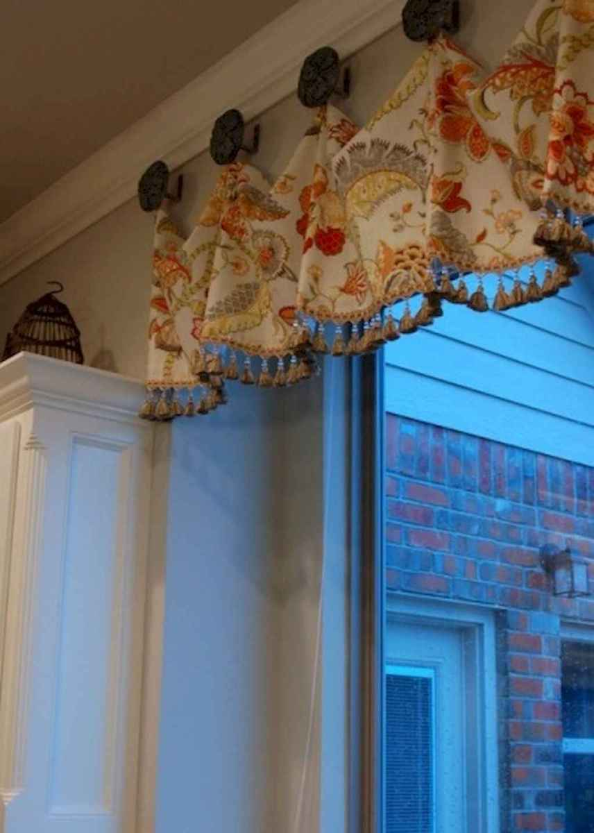 70 pretty farmhouse kitchen curtains decor ideas (2) - Roomadness.com