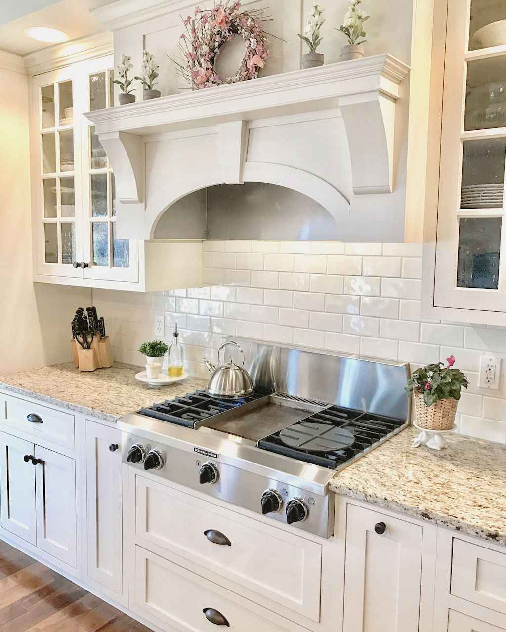 Best 100 White Kitchen Cabinets Decor Ideas For Farmhouse Style Design (6)