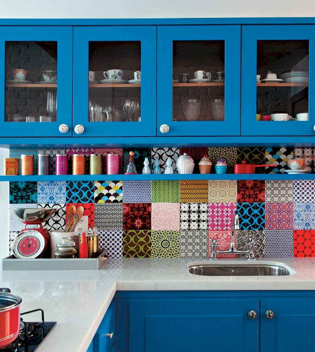 Best 40 colorful kitchen cabinet remodel ideas for first apartment (6)