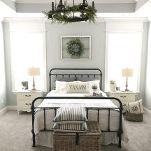 100 elegant farmhouse master bedroom decor ideas (10)
