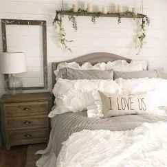 100 elegant farmhouse master bedroom decor ideas (30)