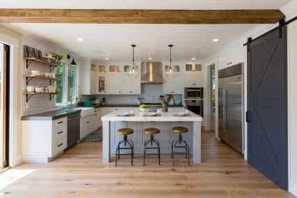 110 amazing farmhouse kitchen decor ideas (74)