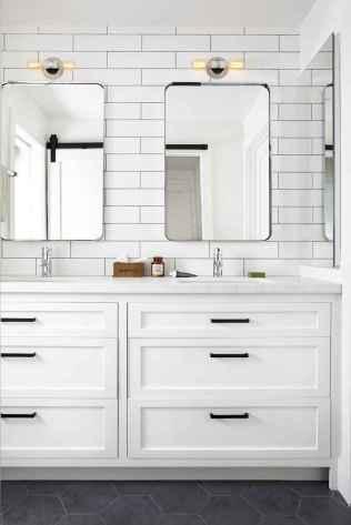 125 awesome farmhouse bathroom vanity remodel ideas (44)