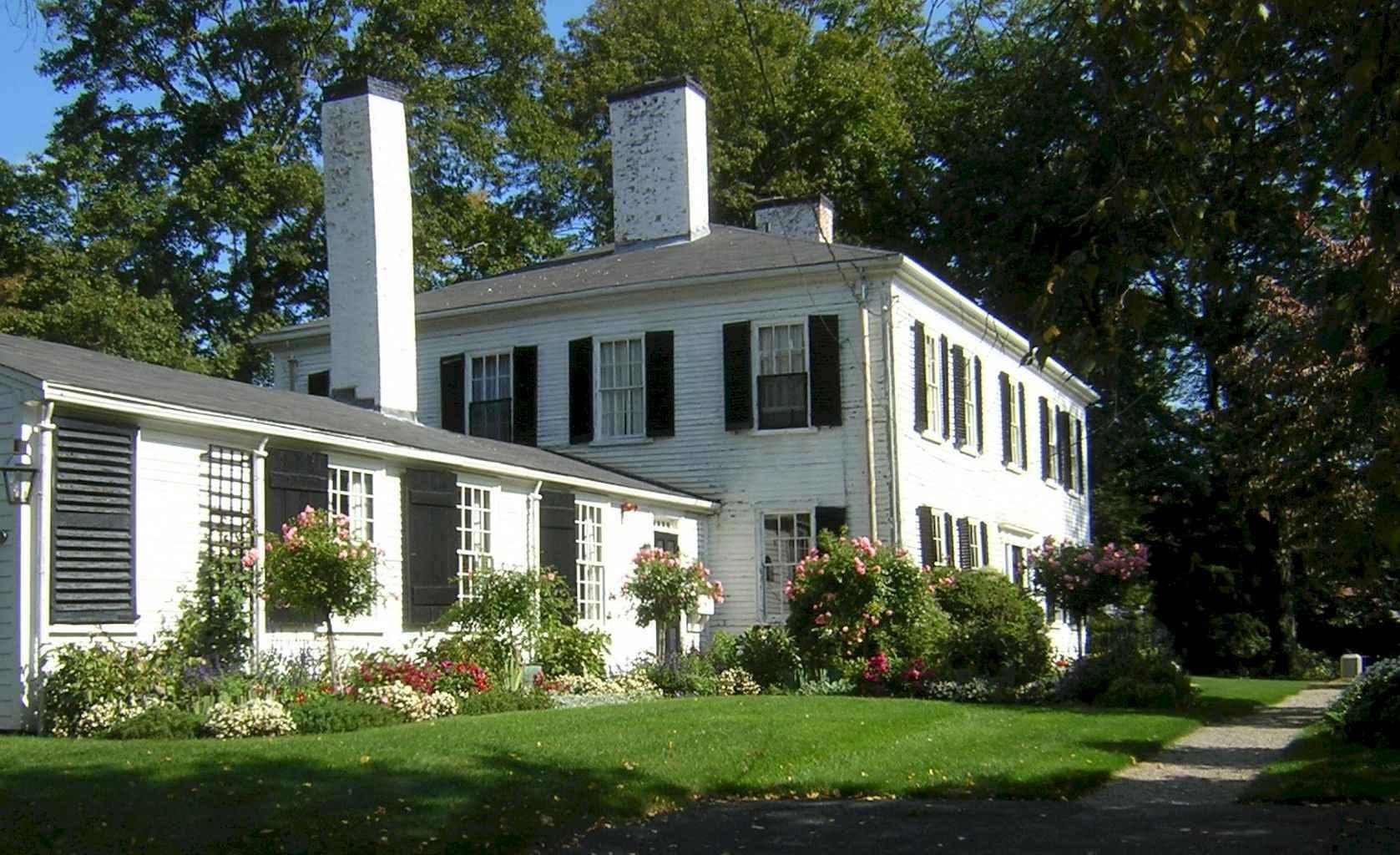 80 awesome plantation homes farmhouse design ideas (28)