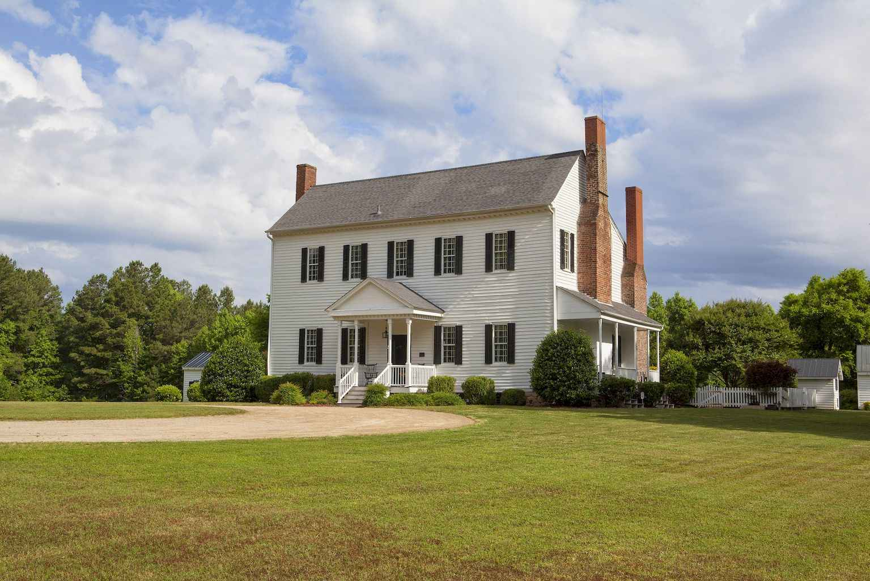 80 awesome plantation homes farmhouse design ideas (54)