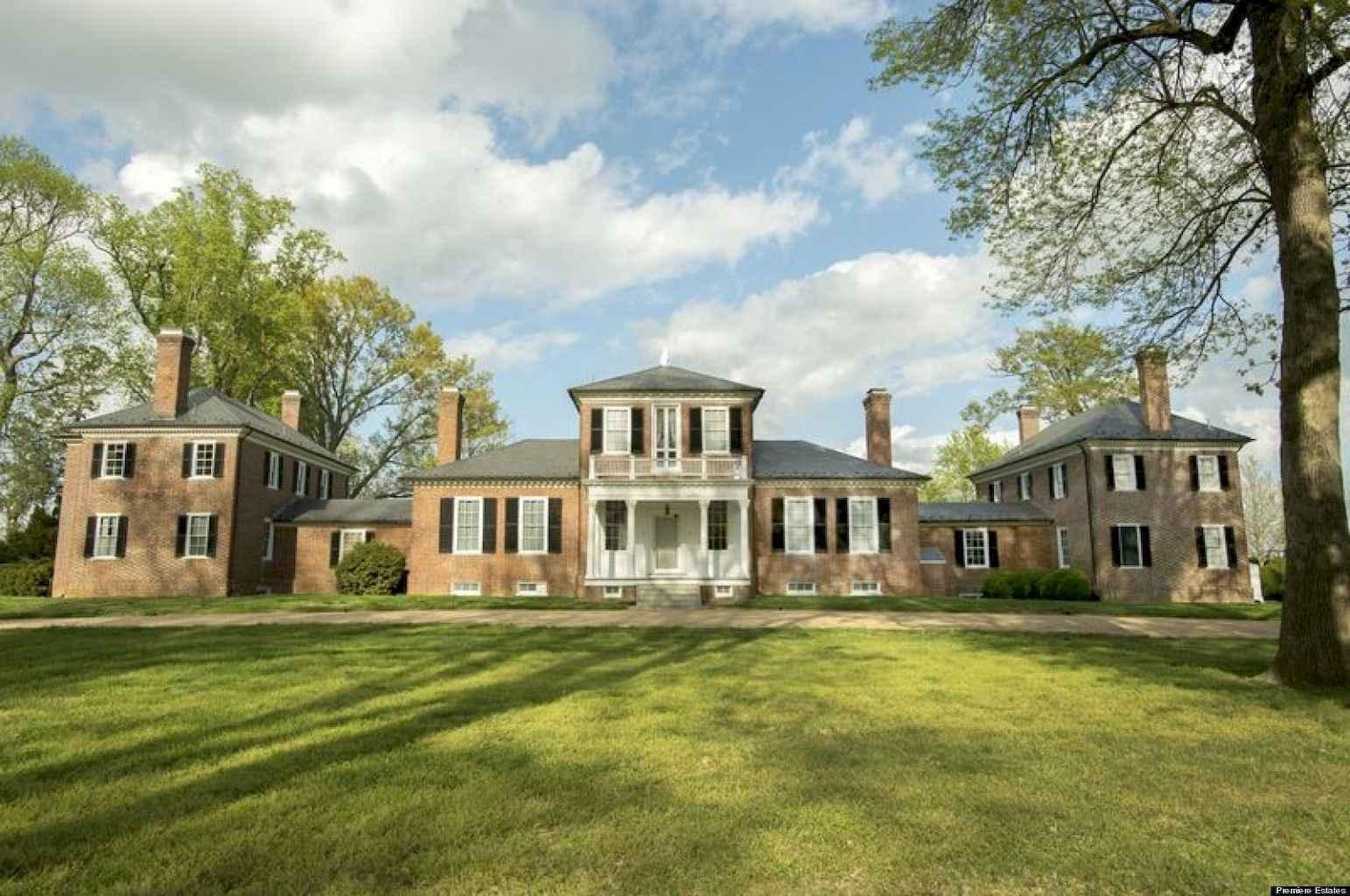 80 awesome plantation homes farmhouse design ideas (55)