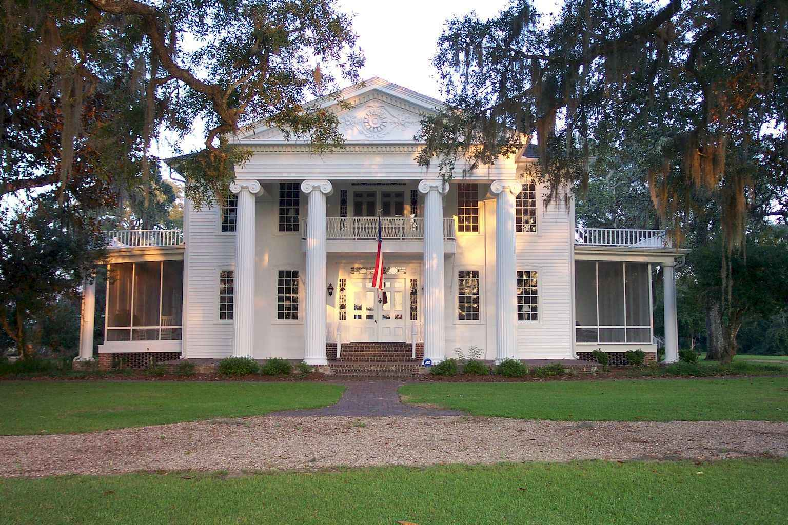 80 awesome plantation homes farmhouse design ideas (62)