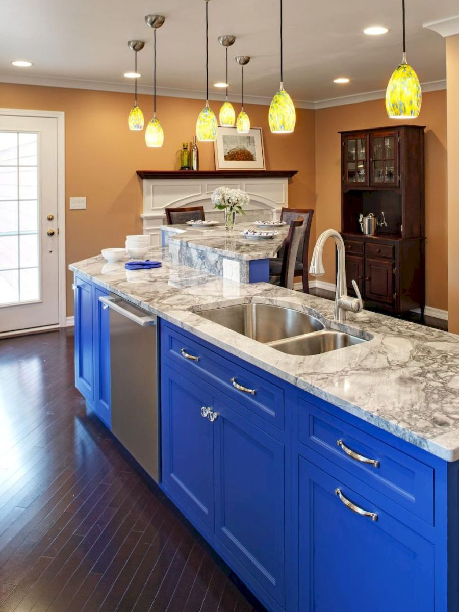 Best 40 colorful kitchen cabinet remodel ideas for first apartment (2)