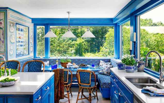 Best 40 colorful kitchen cabinet remodel ideas for first apartment (36)
