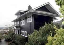 35 handsome black house exterior decor ideas (4)