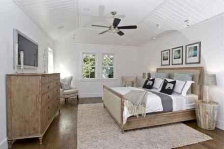 Top 25 farmhouse master bedroom decor ideas (15)