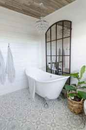 150 stunning small farmhouse bathroom decor ideas and remoddel to inspire your bathroom (64)