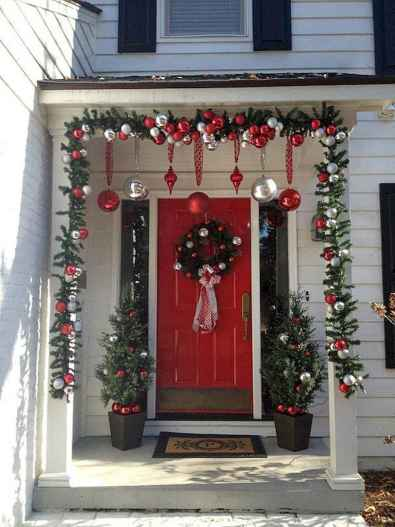 50 beautiful christmas porch decorations ideas and remodel (9)