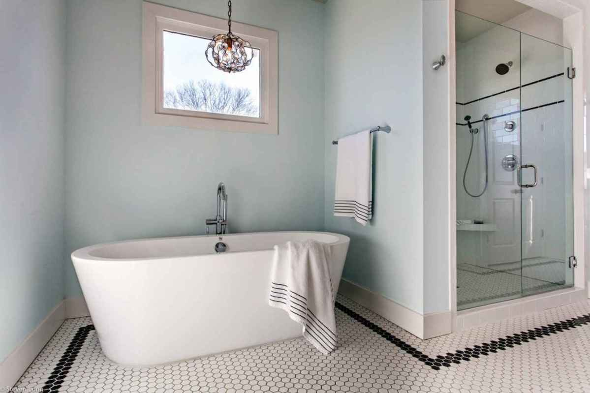 70 inspiring farmhouse bathroom shower decor ideas and remodel to inspire your bathroom (24)