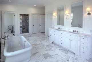 80 awesome farmhouse master bathroom decor ideas and remodel to inspire your bathroom (20)