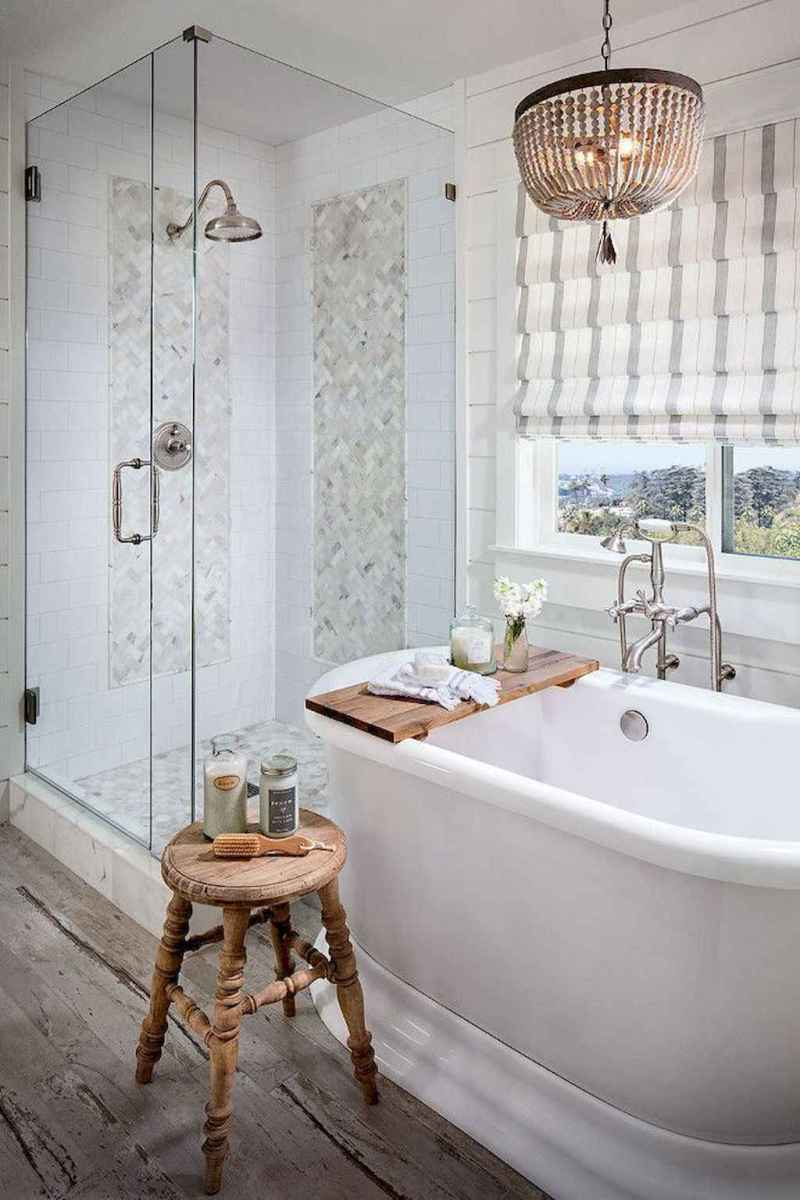 80 awesome farmhouse master bathroom decor ideas and remodel to inspire your bathroom (36)